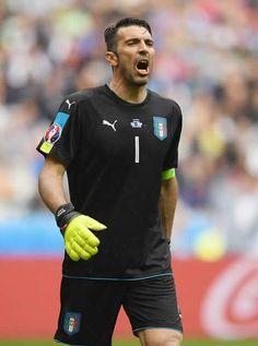Buffon playing for Italy at UEFA Euro 2016