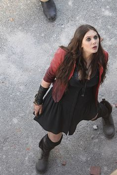 OMG OMG IT'S HAPPENING - here's our first look at Scarlet Witch and Quicksilver!  I think I may be one of the only people who is pretty excited about her design.