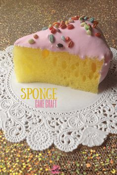 This sponge cake craft is such a cute birthday craft idea for kids! perfect for a tea party or unbirthday celebration - an easy craft for kids! Cake Craft, Diy Cake, Easy Crafts For Kids, Art For Kids, Sponge Crafts, Girls Tea Party, Tea Parties, Felt Play Food, Pretend Food