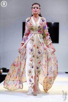 Fashion Arabic Style Illustration Description Takchita 2014 – Read More – Morrocan Dress, Moroccan Bride, Moroccan Caftan, Moroccan Style, Oriental Fashion, Asian Fashion, Hijab Fashion, Fashion Dresses, Punk Fashion