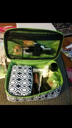 Thirty One -- Baubles and Bracelets Case inside the Glamour Case Awesome for your makeup and jewelry traveling needs