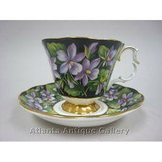 Šálek na čaj * modrý porcelán malovaný fialkami a zdobený zlatem.
