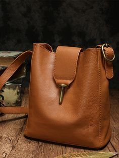 White Bucket Bag Soft Leather Bucket Shoulder Bag and 🛍️ Geldbörsen und Taschen Popular Handbags, Cheap Handbags, Handbags On Sale, Purses And Handbags, Luxury Handbags, Hermes Handbags, Popular Purses, Hobo Purses, Fossil Handbags