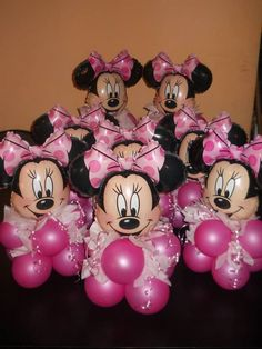 What a cute idea for a Pink Minnie Mouse Birthday Party. These are some cute birthday center pieces if you love Disney. Minie Mouse Party, Minnie Mouse Birthday Decorations, Minnie Mouse Theme Party, Minnie Mouse First Birthday, Minnie Mouse Baby Shower, Mickey Party, 2nd Birthday, Minnie Maus Ballons, Ballon Arrangement
