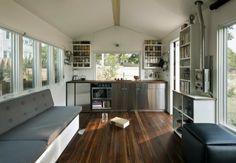 suelo de madera en la cocina pequeña