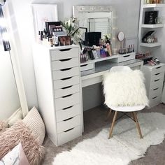 "Gefällt 268 Mal, 2 Kommentare - VANITY COLLECTIONS (@vanitycollections) auf Instagram: ""Because on Wednday's - we organise ☺️✨ . To see our full range of makeup storage visit our…"""