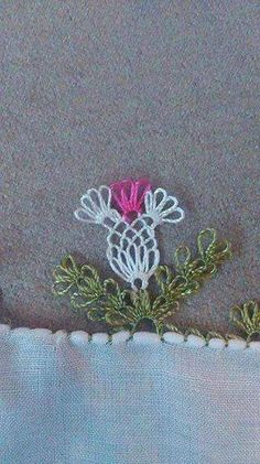 This Pin was discovered by Özn Crochet Trim, Bead Crochet, Crochet Lace, Crochet Unique, Needle Lace, Lace Making, Butterfly Wings, Needlepoint, Crochet Projects
