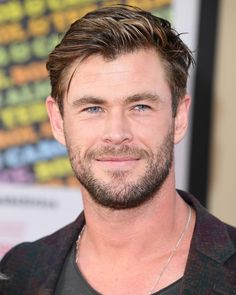 Chris Hemsworth was once named the sexiest man alive, and his performance as Thor in various Marvel movies has mesmerized audiences. But there's more to this Aussie than meets the eye, that can make you go gaga over him. Popular Mens Haircuts, Trendy Haircuts, Haircuts For Men, Snowwhite And The Huntsman, Hemsworth Brothers, Men Over 40, Chris Hemsworth Thor, Z Cam, People Magazine