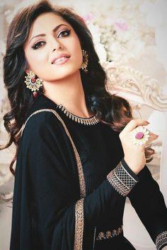 Lehenga Gown, Bridal Lehenga, Anarkali, Indian Dresses, Indian Outfits, Beautiful Face Images, Embroidery Suits Punjabi, Katrina Kaif Photo, Drashti Dhami