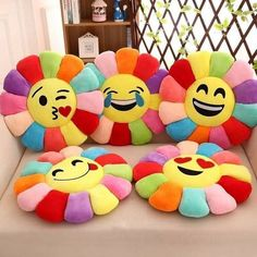 Cojines Creative Flower Chair Seat Cushions Pillow Home Decor For Sofas, Fashion Emoji Pillow Cushion Pad Smiley Emoticon Cushion We Offer The Poss. Cute Pillows, Baby Pillows, Throw Pillows, Baby Bedding, Bedding Sets, Felt Crafts, Diy And Crafts, Smiley Emoticon, Pillow Crafts
