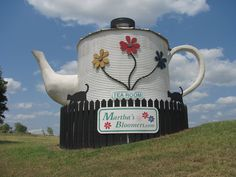 World's Largest Teapot, Navasota TX World'sLargest Teapot. Because everything is bigger in Texas Texas Roadtrip, Texas Travel, Cool Places To Visit, Places To Go, Texas Bucket List, Only In Texas, Loving Texas, Texas Pride, Statues
