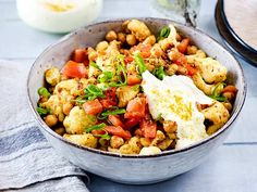 Gebratener Blumenkohlsalat Rezept   LECKER Cauliflower And Chickpea Curry, Kung Pao Chicken, Cobb Salad, Potato Salad, Veggies, Low Carb, Homemade, Vegan, Cooking