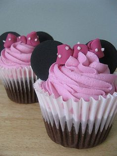 Minnie Mouse cupcakes - I think you could use oreos for the ears