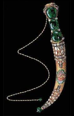 Osmanlı Padişahı 1. Mahmut Hana hediyeedilmiş değerli taşlarla süslemeli hançer