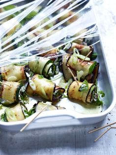 Gefüllte Zucchini- und Auberginenröllchen - lässt sich gut vorbereiten | #Alnatura #Zucchini #Aubergine #eggplant