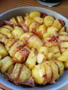 Minced potatoes stuffed with smoked bacon (or smoked ham or smoked bacon . Easy Salad Recipes, Salad Dressing Recipes, Easy Salads, Healthy Dinner Recipes, Easy Meals, Cooking Recipes, Ham And Potato Recipes, Cold Lunch Recipes, Beet Salad With Feta