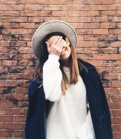Shy face  Cool Hat    (en Plaza de Cibeles)