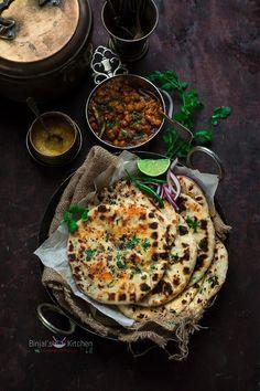 Amritsari Aloo Kulcha is traditional Punjabi recipe. Amritsari Aloo Kulcha served as a main or breakfast. Amritsari Aloo Kulcha is easy and no fail recipe. Indian Food Recipes, Vegetarian Recipes, Cooking Recipes, Cooking Bacon, Kulcha Recipe, Chen, Comida India, Punjabi Food, Indian Street Food