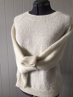 Easy knitting, easy wearing, such a gem in the basic warderobe! It'll work well with both distressed jeans and a silk skirt, worn by it self on chilli summer nights or layered with a turtle neck i. Stockinette, Easy Knitting, Silk Skirt, Yarn Needle, Summer Nights, Distressed Jeans, No Frills, Gem, Knit Crochet