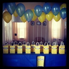 Minion party/ every goodie bag with a ballon 🎈 Minions Birthday Theme, Minion Party Theme, Despicable Me Party, 4th Birthday Parties, Birthday Fun, Birthday Ideas, Minion Party Decorations, Minion Party Favors, Party Favours