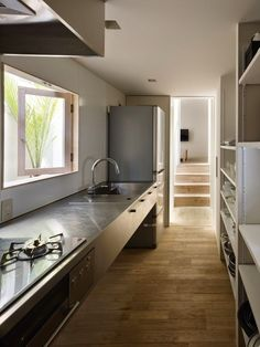 Michelle - Blog #A #long, #narrow #kitchen Fonte : http://www.archdaily.com/345724/house-in-goido-fujiwarramuro-architects/5144eee0b3fc4bb1d800006d_house-in-goido-fujiwarramuro-architects_goido192000-jpg/