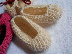 http://moiracrochets.hubpages.com/hub/Crochet-Baby-Shoes-Free-Pattern