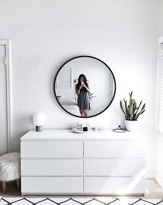 Mirror Drawer 40 Best Minimalist Bedroom Design You Must Try - 7 Apartment Decorating and Small Living Room Ideas Simple Bedroom Decor, Stylish Bedroom, Room Ideas Bedroom, Home Bedroom, Modern Bedroom, Contemporary Bedroom, Ikea Bedroom White, White Bedroom Dresser, Ikea White Dresser