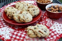 Mommy's Kitchen - Home Cooking & Family Friendly Recipes: Pretzel Caramel Chip Cookies & Reynolds New Baking Sheets