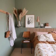 natural, calming interior design inspiration - For the home - Bedroom Bedroom Green, Bedroom Colors, Home Bedroom, Bedroom Ideas, Pastel Bedroom, Green Bedding, Design Bedroom, Colourful Bedroom, Green Bedrooms
