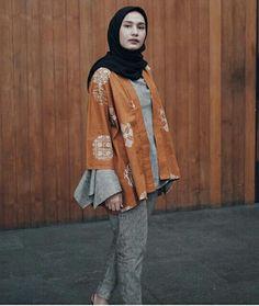 Street Hijab Fashion, Muslim Fashion, Ethnic Fashion, Teen Fashion, Fashion Outfits, Simple Hijab, Casual Hijab Outfit, Ootd Hijab, Kebaya Dress