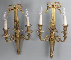 PAIRE D'APPLIQUES en bronze à deux bras de lumière, décor de