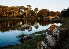 balade sur la rive de l'anse du Minaouët à marée haute, en soirée  - à Concarneau  - 28 juin 2017   à  21H54 © Paul Kerrien https://en-photo.fr Finistère Bretagne #MyFinistere