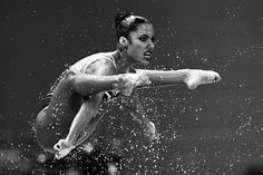 Une nageuse de l'équipe du Venezuela pendant le tour préliminaire de l'épreuve libre de natation synchronisée, le 26 juillet