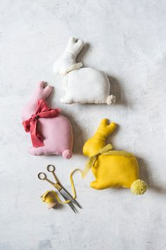 Quarantine Creativity: DIY Stuffed Easter Bunny - The House That Lars Built hashtags Easter Bunny Template, Bunny Templates, Printable Templates, Diy Osterschmuck, Fun Diy, Crafts To Make, Diy Crafts, Creative Crafts, Pom Pom Maker