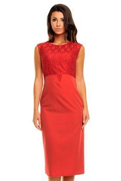 Koronkowa sukienka o długości midi