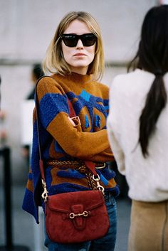 Bold color block sweater - fall Colorado and outfit Looks Street Style, Looks Style, My Style, Fashion Week Paris, Look Fashion, Fashion Outfits, Fashion 2015, Fashion Weeks, 70s Fashion