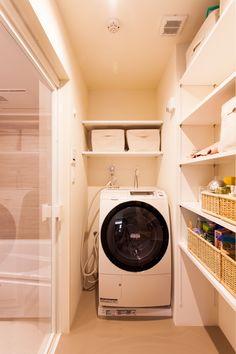 浴室のドアをクリアーにするだけで、スッキリとした印象&開放感アップ!#U様邸菊名 #脱衣所 #浴室 #開放的 #インテリア #EcoDeco #エコデコ #リノベーション #renovation #東京 #福岡 #福岡リノベーション #福岡設計事務所 Stacked Washer Dryer, Washer And Dryer, Home Appliances, House Appliances, Washing And Drying Machine, Appliances