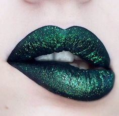 42 MAGIC SHADOWS OF LIP RED Green lipstick is one of the hottest trends this year. This magical make-up product can change a person's mood. In recent years, women have abandoned . Make up Makeup Art, Lip Makeup, Makeup Tips, Beauty Makeup, Makeup Ideas, Beauty Art, Makeup Eyeshadow, Makeup Brushes, Hair Beauty