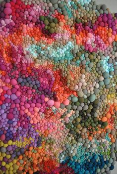 When it comes to patience and perseverance, Serena Garcia Dalla Venezia has both qualities in spades. The Chilean textile artist crafts handmade fabric balls in a rainbow of different colours and textures. Sculpture Textile, Soft Sculpture, Art Sculptures, Instalation Art, Fabric Balls, Textile Artists, Textures Patterns, Floral Patterns, Sewing Patterns