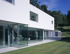 Esher House RIBA Award Winner 2006 BD Architect of the Year Award 2005 - One-off Dwelling Category Winner: Best Residential Design - Daily Telegraph Home Building and Renovation Award, 2005 Read more. Countries Around The World, Around The Worlds, Famous Architects, Minimalist Home, Exterior, Building A House, Minimalism, Globe, Award Winner