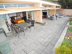 Terrasse mit Garten in ruhiger Lage in der Schweiz. #Ferienwohnungen #Locarno Patio, Outdoor Decor, Home Decor, Terrace, Locarno, Switzerland, Homes, Garten, Decoration Home