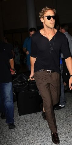 how to dress at the airport I  the gentleman, Gosling