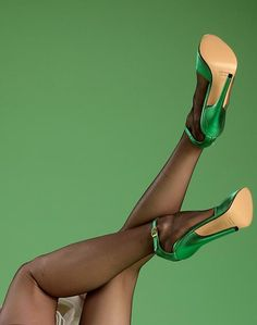 Green satin heels....Anna's favorites!!>^..^<