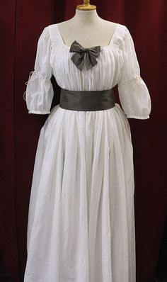 1780s chemise gown; see also her false rump | Evil Dressmaker
