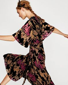 Image 4 of DEVORÉ VELVET MIDI DRESS from Zara