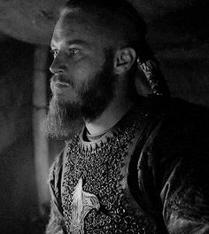 """Travis's face kills me. ragnar's frustration when athelstan wants to stay (""""how can you not care about our family?!""""), his anger when he turns to horik (""""i'll fucking kill you for even suggesting this""""), imploring him to come using morse code via eyeballs (""""come with me come with me come with me what are you doing come with me youre staying with this guy reALLY THIS GUY?!""""), trying so hard to force down his own feelings because athelstan's a free man now and it's his decision (""""be cool be…"""