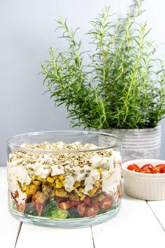 Warstwowa sałatka z kurczakiem, fetą i brokułami Salad Recipes, Healthy Recipes, Healthy Food, Tasty Dishes, Italian Recipes, Salads, Easy Meals, Food And Drink, Lunch