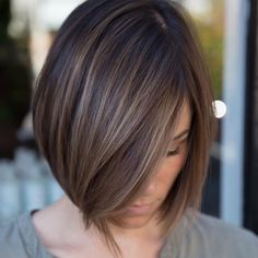 Sleek Ash Brown Balayage Bob Chic box style with baby lights in a delicate ash brown or a bolder cinnamon hair color. Brown Balayage Bob, Balayage Straight Hair, Balayage Hair, Ombre Hair, Short Balayage, Wavy Hair, Blonde Hair, Chocolate Brown Hair With Highlights, Hair Highlights