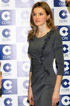 """Letizia Ortiz visitó la cadena COPE en febrero de 2011. """"Yo también trabajé de noche"""", les dijo a los redactores de la emisora episcopal."""