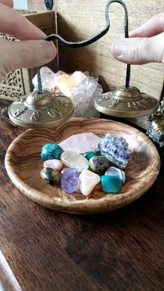 How To Cleanse Crystals With Tingshas (Tingsha Chimes Tibetan Cymbals) - Ethan Lazzerini Crystal Magic, Crystal Grid, Crystal Healing Chart, Healing Crystals, Crystal Decor, Crystal Altar, Quartz Crystal, Crystal Aesthetic, Meditation Crystals